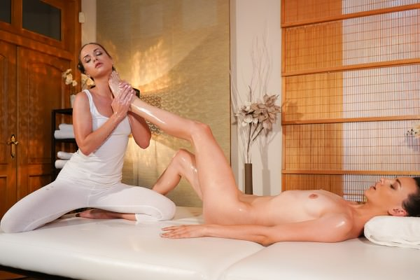 [MassageRooms] Cristal Caitlin, Adel Morel – (Foot massage for sexy natural babe)